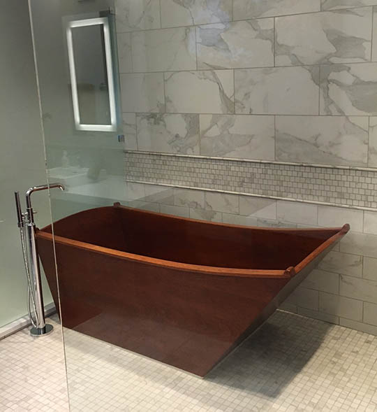 Single European tub made of DeepSealed Cherry
