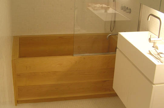 japanese ofuro tub made of maple